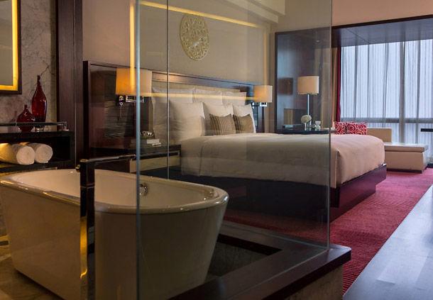 renaissance-hotel-room